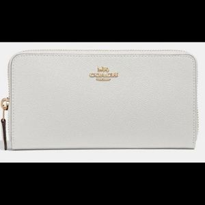 White and Gold COACH Accordion Zip Wallet, NWT!😍